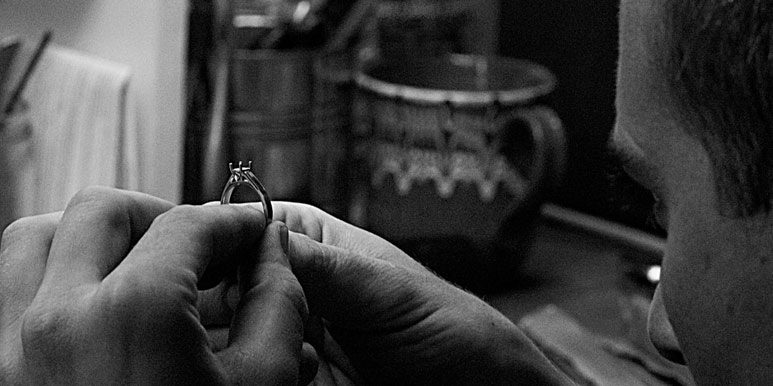 Goldsmith-making-a-bespoke-engagement-ring.jpg (1)