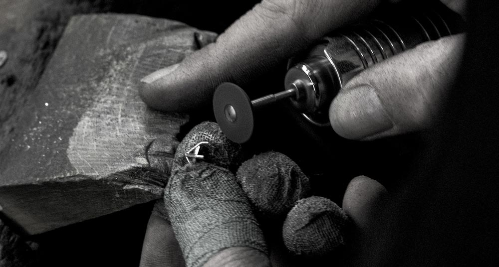 cleaning-up-a-ring-collet-in-the-workshop.jpg